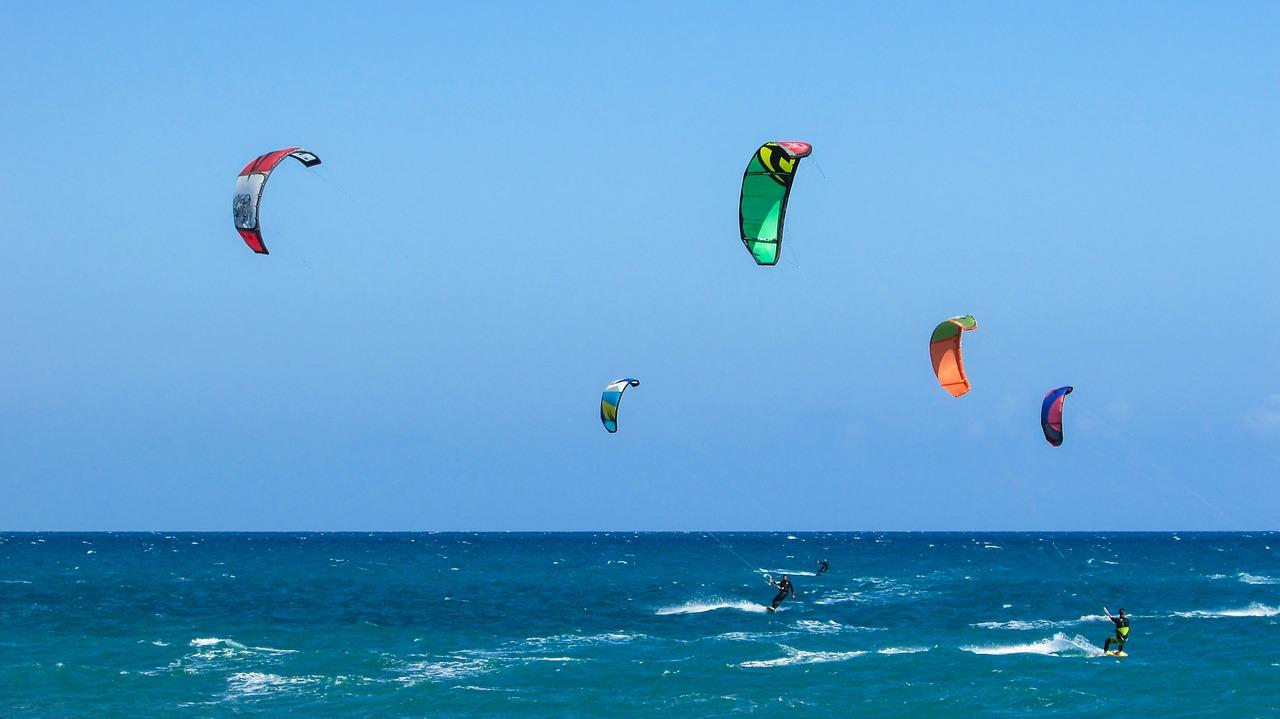 Szukasz najlepszego sprzętu do kitesurfingu?