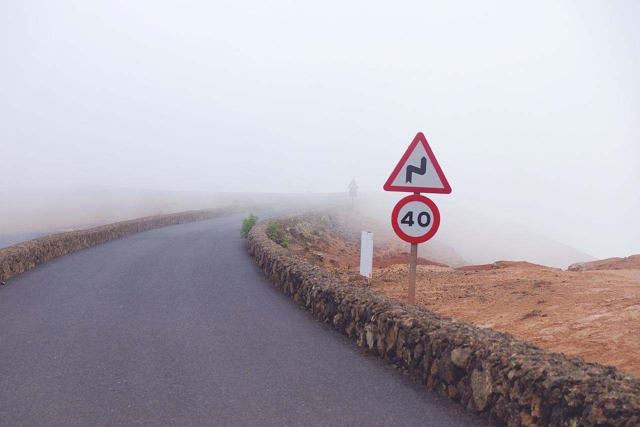 Lustra drogowe i sklepowe, znaki drogowe – szeroki wybór