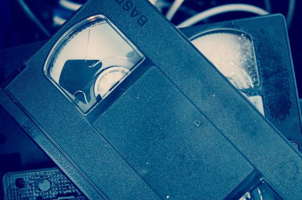 Znajdź profesjonalną firmę do skanowania slajdów i przegrywania kaset VHS
