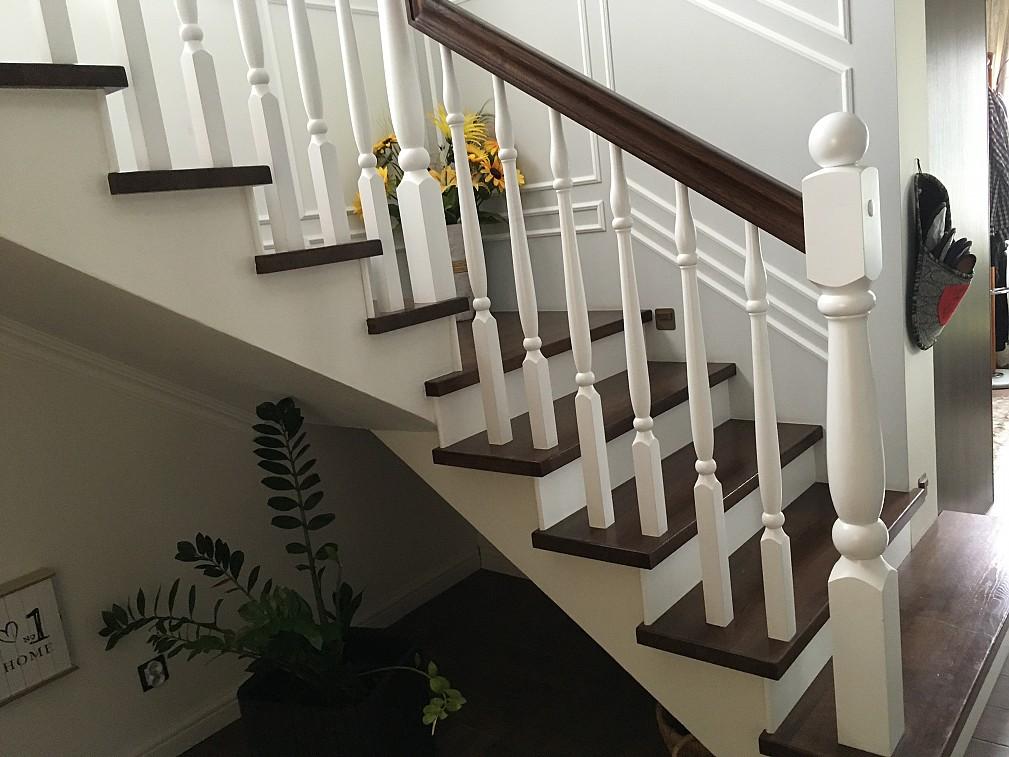 Klasyczne schody drewniane