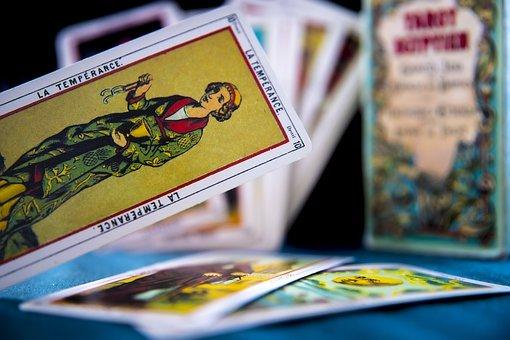 Chcesz wiedzieć co mówią karty odnośnie Twojej przyszłości?