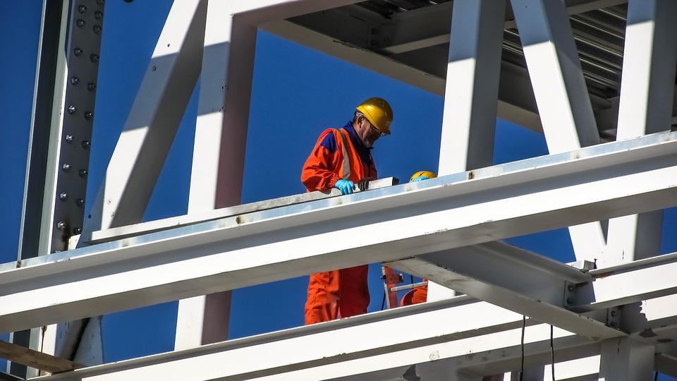 Profesjonalny montaż konstrukcji stalowych i hal przemysłowych